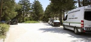 Van Büyükşehir Belediyesinden mezarlıklarda bakım çalışması