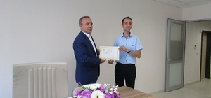 Burhaniye'de Kaymakam Öner, başarılı eğitimcileri ödüllendirdi