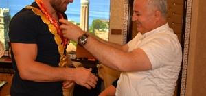 Başpehlivan Balaban'a Güreş Ağasından Cumhuriyet altını
