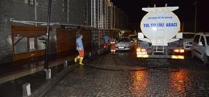 Büyükşehir Belediyesi, tarihi ilçede cadde ve kaldırımları yıkıyor