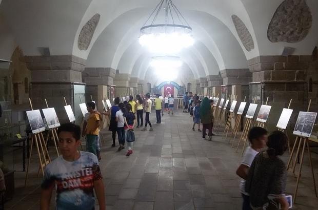Yaz okulu öğrencileri tarihi mekanları geziyor