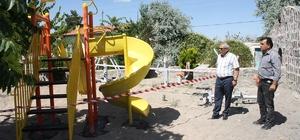 Uçhisar Belediyesi park alanlarına yeni oyun grupları yerleştiriyor
