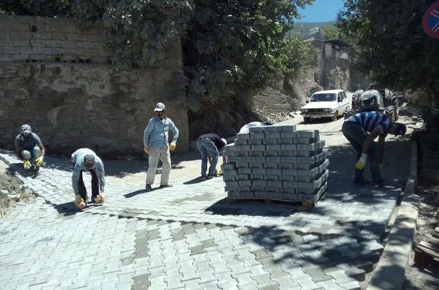 Karaköy, kilit parke ile yenilendi