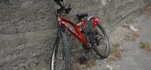 Bisiklet otomobile çarptı: 2 yaralı