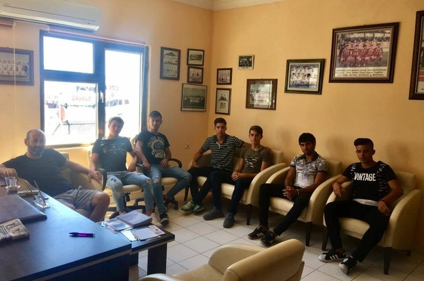 Ayvalıkgücü Belediyespor'da A takıma yükselen genç oyuncular buluştu