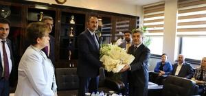 Adalet Bakanı Gül, ilk yurt içi gezisinde çiçekle karşılandı