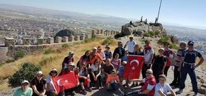 AFDOS üyeleri Karahisar Kalesi'ne tırmandı