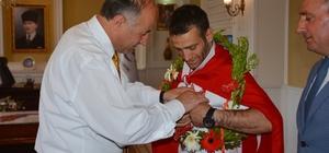 Vali Azizoğlu'ndan Olimpiyat Şampiyonuna Cumhuriyet altını