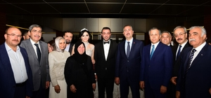Avukat çiftin nişan yüzüklerini Adalet Bakanı Abdulhamit Gül taktı