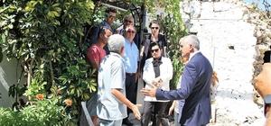 Vali Civelek, Datça'da depremzedeleri ziyaret etti