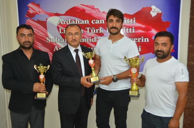 Ardahan'a 3 kupa getiren rahvan atçıları, Başkan Köksoy ağırladı