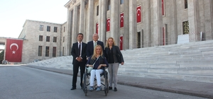 CHP'li Çakırözer ve FA hastası Gülçin'den Sağlık Bakanlığı'na teşekkür
