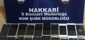 Hakkari'de 25 adet kaçak cep telefonu ele geçirildi