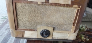 Burhaniyeli antikacı 130 yıllık radyoyu satışa çıkardı