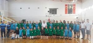 Burhaniye'de dostluk maçı 2-2 bitti