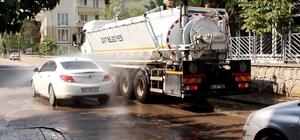 İzmit'te 6 araçla sürekli yıkama yapılıyor