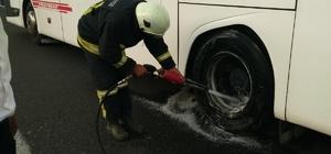 Seyir halindeki otobüsün tekeri yandı