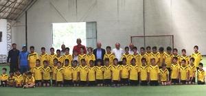 Başkan Çolakbayrakdar yaz kurslarına gelen çocukları ziyaret etti