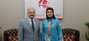 Başarılı sporcu Keresteci, Vali Çakacak'ı makamında ziyaret etti