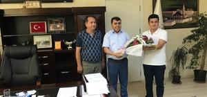 Van'a yeni atanan öğretmenler çiçeklerle karşılandı