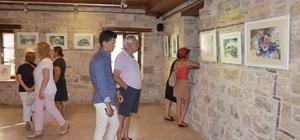 Kuşadası'nda 'Duygudan Renge' resim sergisi açıldı