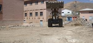 Başkale Devlet Hastanesinin bahçesi asfaltla kaplanacak