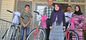 Yaz kurslarında başarılı olanlar bisikletle ödüllendirildi