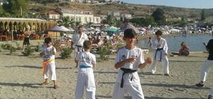 Karateciler denizde antrenman yaptı