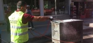 Bismil'de çöp konteynırları ilaçlanıyor