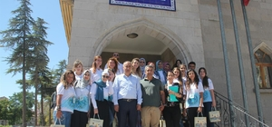 Türkçe yaz okuluna katılan öğrenciler Nevşehir Belediyesini ziyaret etti