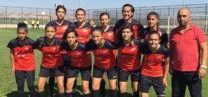 Döşemealtı Kadın futbol takımı 8 takım arasına kaldı