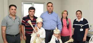 Tarsus'ta çocuklar sünnet ettiriliyor