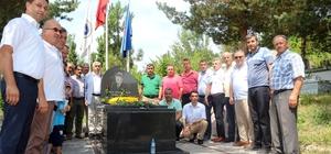 Denizer, katledilişinin 18. yılında mezarı başında anıldı