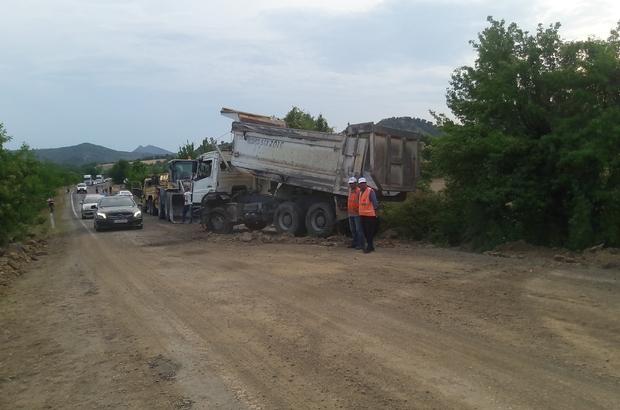 Hanönü 'de kum yüklü kamyon devrildi: 1 yaralı