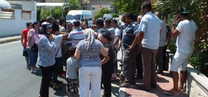 Antalya'da otel çalışanlarının maaş eylemi