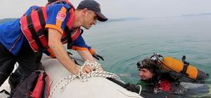 AFAD ekiplerinden gerçeği aratmayan suda mahsur kalma tatbikatı