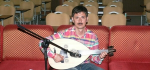 Doç. Dr. Demir'in müzik ve halk dansları sevgisi
