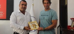 Oyuncu Sarp Levendoğlu'ndan Samandağ Belediyesi'ne ziyaret