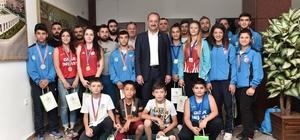 Şampiyon sporculardan Başkan Akgül'e ziyaret
