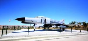 F-4E uçağı, Keçiören'de ziyaretçilerini bekliyor