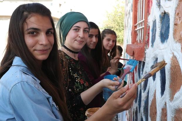 Köy okulunu vatandaşlar boyadı