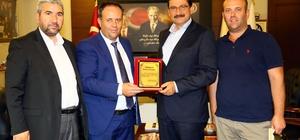 Batı Trakyalı Türk Belediye Başkanı, Mustafa Ak'ı ziyaret etti