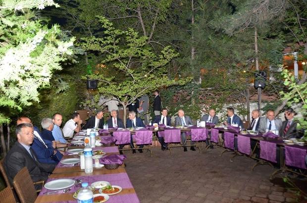 Jandarma Albay Özgür'e veda yemeği