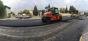Arifiye'de asfalt serim çalışmaları sürüyor