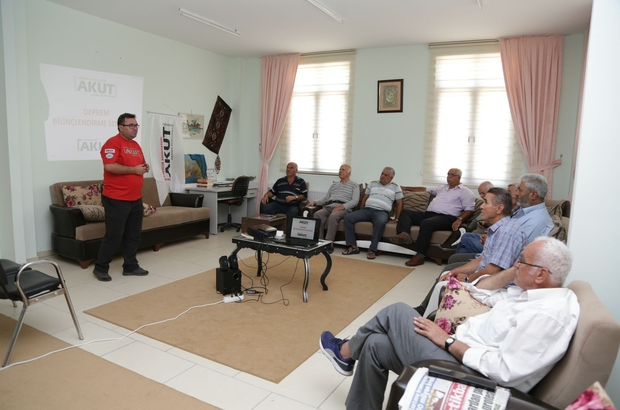 AKUT'an Koca Çınar'da deprem bilinçlendirme semineri