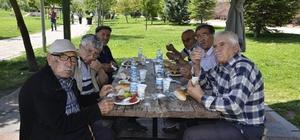 Sağlıklı yaşlılar piknikte buluştu