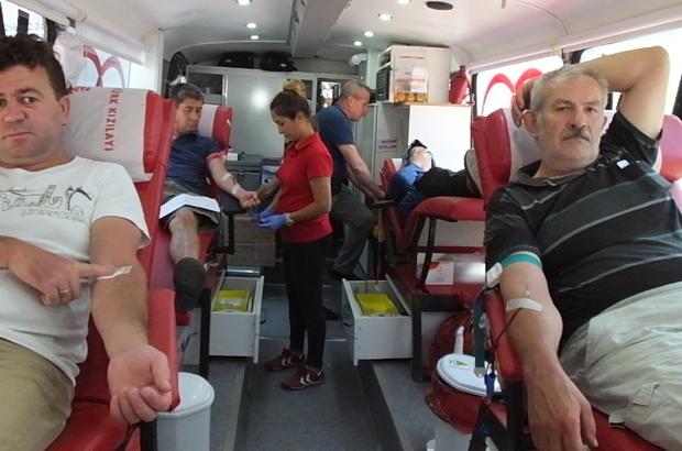 Burhaniye'de kan bağışı kampanyasına yoğun ilgi