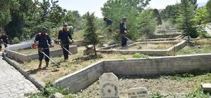Şuhut'ta mezarlık temizliği yapıldı