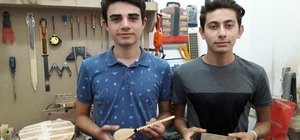 Kırşehirli gençler saz yapımını öğreniyor
