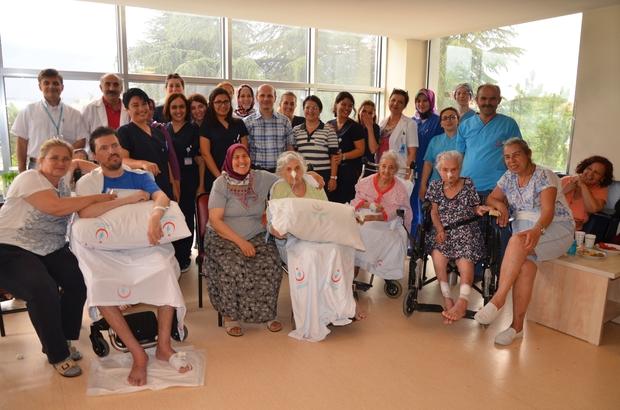 Mavi hastanede hastalara sürpriz program